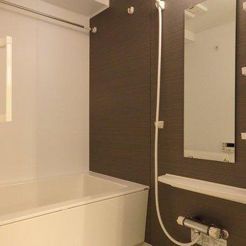 お風呂もゆったり。追焚&浴室乾燥付き。(※写真は2階の同間取り別部屋のものです)