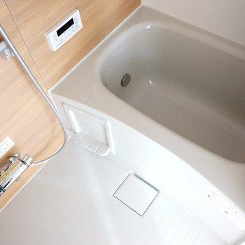 お風呂も新しく、そして追い焚きつき! ※写真は前回工事の505号室です。