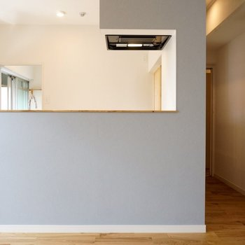 塗装風のクロスは質感が上質 ※写真は前回工事の505号室です。
