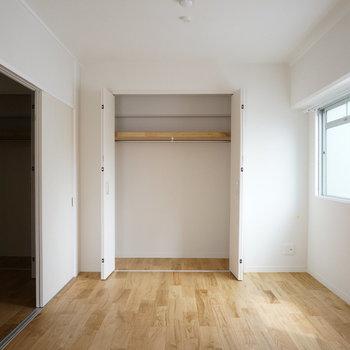 LDKにも寝室にも収納があるので、仲良く使ってくださいね! ※写真は前回工事の505号室です。