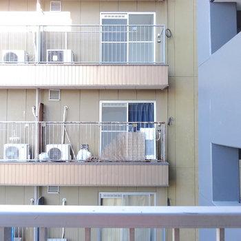 眺望はお隣のマンション。。