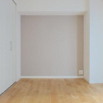 居室はダブルベッドも余裕の広さ◎
