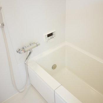 浴室はオールホワイト