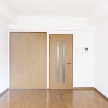 長方形のお部屋どこにテレビ置こうかなあ♪※写真は1階の反転間取り別部屋のものです