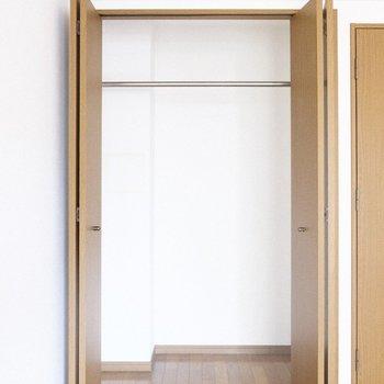 洋室のクローゼットが唯一の収納になります。 ※写真は1階の反転間取り別部屋のものです