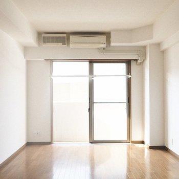 洗濯ざおも室内に設置されています◎ ※写真は1階の反転間取り別部屋のものです