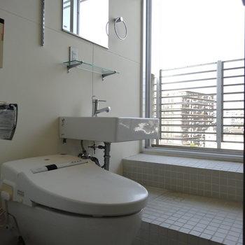 トイレと洗面台はお風呂と一緒に。