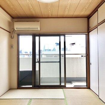 扉の奥には6畳の和室が!