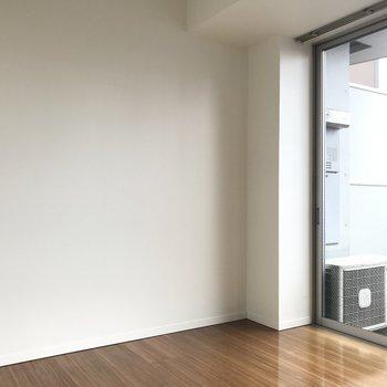 壁も床もシンプルですね※写真は同じ間取りの別のお部屋のものです