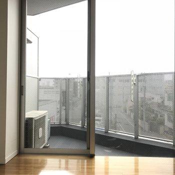 窓のおかげで明るいです※写真は同じ間取りの別のお部屋のものです