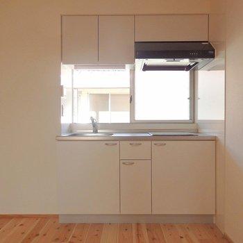 キッチンは2口IH。 ※写真は別部屋