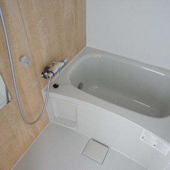 お風呂は追い焚き付きの新品に!