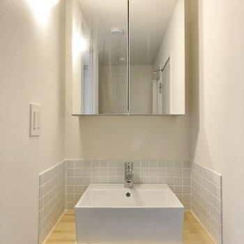 カフェっぽいデザインの洗面台!