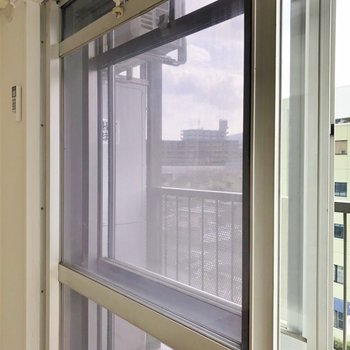 安心の二重窓設計です。
