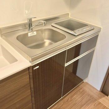 キッチンはIHでお手入れ簡単です。