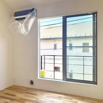 窓からは心地よい風が入ってきます※写真は前回募集時のものです