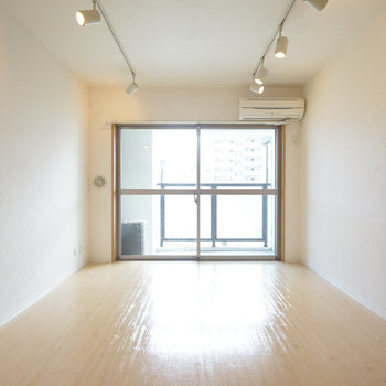 8.3帖のゆったりしたワンルーム!※写真は5階の同間取り別部屋のものです