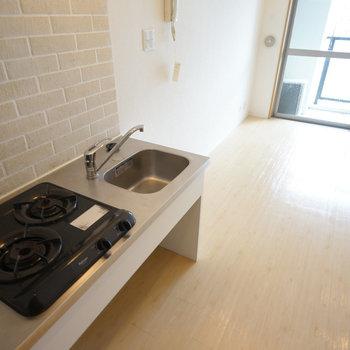 キッチンは2口ガスです!※写真は5階の同間取り別部屋のものです