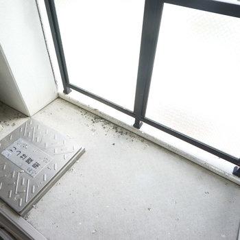 バルコニーもひろめ!※写真は5階の同間取り別部屋のものです