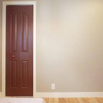 赤い扉で洋風に※写真は反転した間取りのお部屋です。