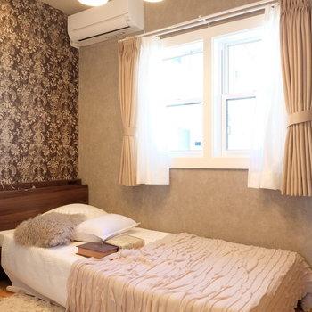 寝室へ※写真は反転した間取りのお部屋です。