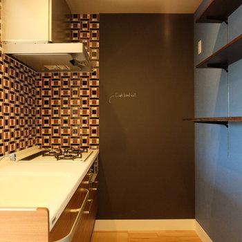 キッチンの棚が使いやすそう!※写真は反転した間取りのお部屋です。