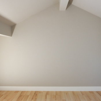 背中を折り曲げるくらいの高さ※写真は反転した間取りのお部屋です。