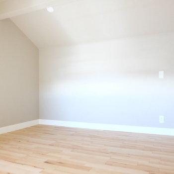 ロフトも広め!※写真は反転した間取りのお部屋です。