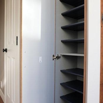 靴箱はここ!※写真は同じ間取りの別部屋です。