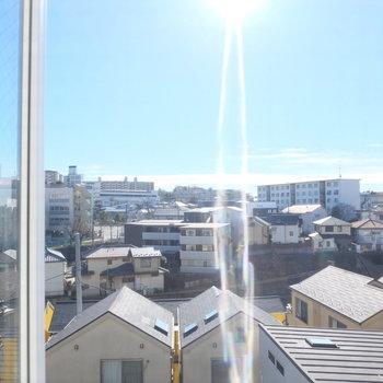 リビングの窓からの眺め!ひらけてる〜※写真は同じ間取りの別部屋です。