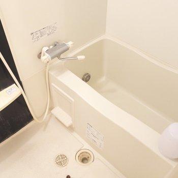 浴室も広々〜。(※写真は7階の同間取りの別部屋、清掃前のものです)