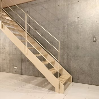 【洋室13.4帖】上の階に戻りましょう。