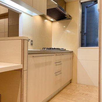 【LDK】キッチンにも窓があるので、換気も◯