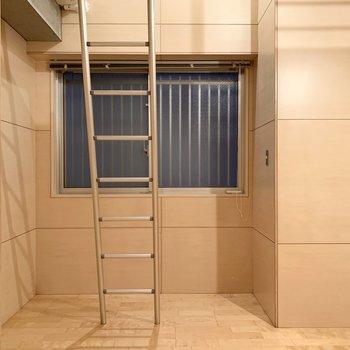 【洋室5.7帖】階段を設置するとこんな感じです。