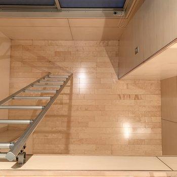 【洋室5.7帖】ロフトからの眺め。