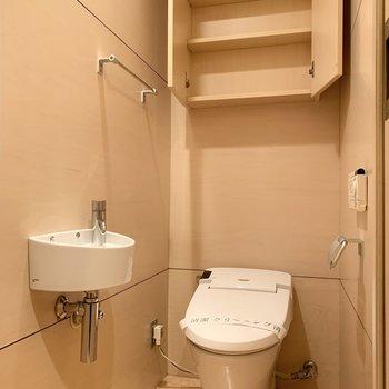 トイレには手洗い場も。