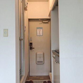 ライトが明るくてあたたかみがあります。※写真は2階の同間取り別部屋のものです