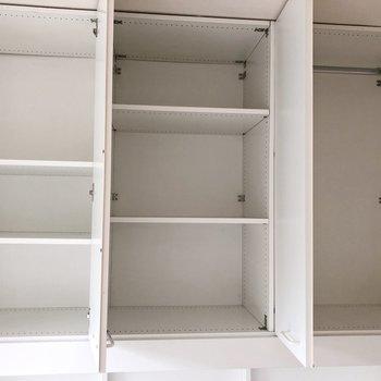 収納上の部分です。棚のものとハンガーポールのものがあるのもナイス。※写真は2階の同間取り別部屋のものです