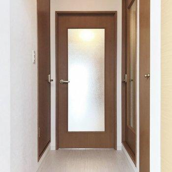 玄関から見ると、こんな感じ※写真は306号室