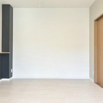 白を基調とした室内※写真は306号室