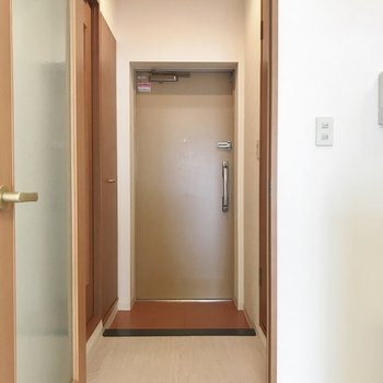 玄関は、こんな感じ※写真は306号室