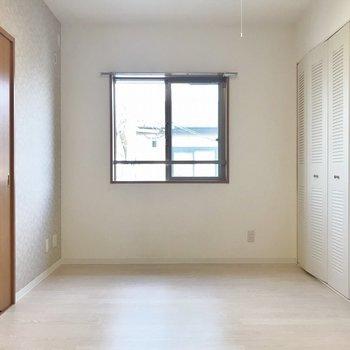 リビングに窓があるのが嬉しい♪※写真は306号室