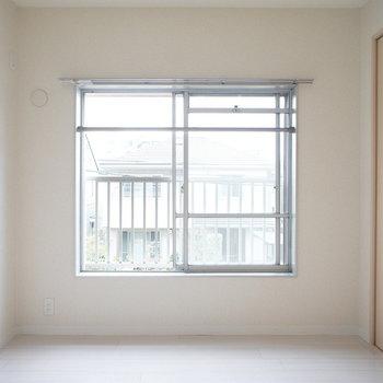 こっちは寝室に。※写真は同じ間取りの2階のお部屋です