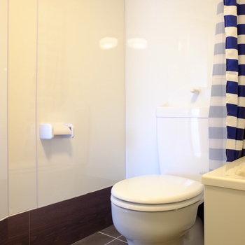 トイレはカーテンで個室化