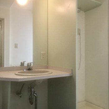 独立洗面台はシンプルに可愛い。※写真は前回募集時のものです