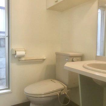 水回りまとまってます。トイレの真横に洗面台。※写真は前回募集時のものです