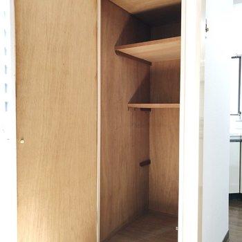 ベランダ側、小さな部屋の収納