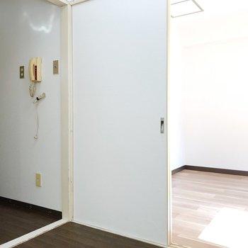 左が廊下右が5条のお部屋へ続いています