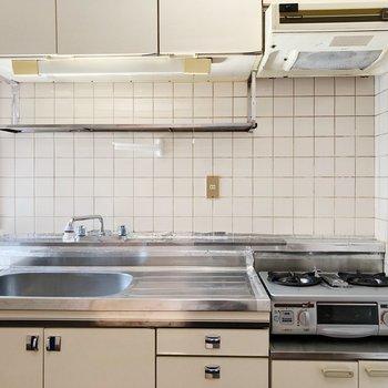 大きなキッチン。コンロはそのままつかっても変えてもよし!