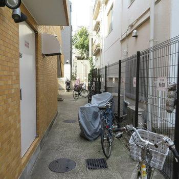 共用部の自転車屋バイクが置けます。